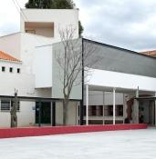 conexión entre edificios y marquesina de entrada