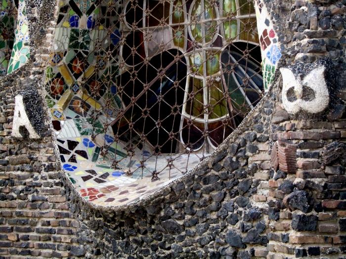 vidriera y reja de la Cripta.